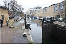 TQ3283 : Regent's Canal  at Sturt's Lock by Ian S