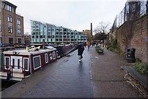 TQ3283 : Regent's Canal towards lock #5 by Ian S