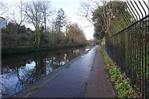 TQ2883 : Regent's Canal at London Zoo by Ian S