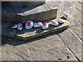 SU3687 : Painted stones by Bill Nicholls