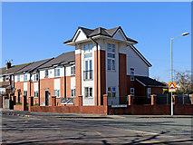 SO9096 : Modern housing on Goldthorn Hill in Wolverhampton by Roger  Kidd