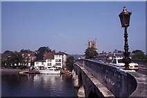 SU7682 : View across Henley Bridge to Henley-on-Thames by Colin Park