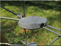 NT7452 : Wire-net fencing tie by ian shiell