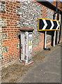 TQ2259 : Electricity cabinet by Hugh Craddock