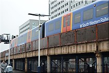 SU6400 : Portsmouth & Southsea Station - elevated through line by N Chadwick