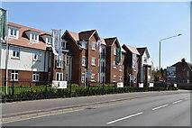 TQ5842 : New retirement flats, London Rd by N Chadwick