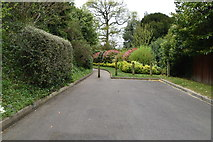 TQ5739 : End of the road, Bishop's Down Park Rd by N Chadwick