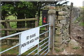 SO1503 : E R post box on farm gatepost by M J Roscoe