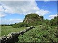 NT0473 : Discontinuous crags at Binny Craig by Alan O'Dowd