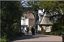 TQ5839 : Victoria Arch & Lodge by N Chadwick