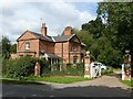 SK6954 : Lodge and gates to Norwood Park, Halam Road, Southwell by Alan Murray-Rust