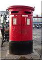 SE4282 : Double aperture Elizabeth II postbox on Market Place, Thirsk by JThomas