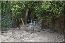 TQ5742 : Kissing gate, The Wealdway by N Chadwick