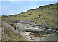 SX0991 : Harbour Walls at Low Tide by Des Blenkinsopp