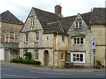 SP0202 : Cirencester houses [104] by Michael Dibb