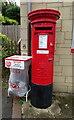 SO9629 : Elizabeth II postbox on Cleeve Road, Gotherington by JThomas