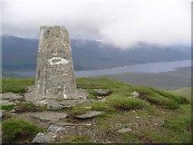 NH1462 : Summit cairn, Fionn Bheinn by Chris Eilbeck