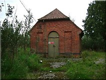 TL9919 : Pump House at Abberton Dam by Glyn Baker