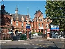 TQ3375 : Dulwich Community Hospital, East Dulwich Grove (A2214) by Noel Foster