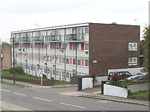 TQ2089 : Flats in Hay Lane, Colindale by David Hawgood