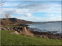 NS4074 : Dumbarton Foreshore, River Clyde. by Andrew McEwan