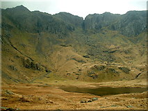 SH6459 : Llyn Idwal and the Devil's Kitchen by Nigel Homer