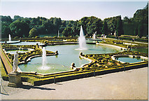 SP4416 : Formal Garden, Blenheim Palace. by Colin Smith