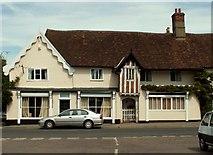 TM1763 : Old house in Debenham, Suffolk by Robert Edwards