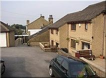 SE1321 : Award-winning houses, Tofts Grove, Rastrick by Humphrey Bolton