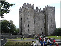 R4560 : Bunratty Castle by Roger McLachlan