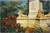NJ9304 : Duthie Park Memorial by Colin Smith