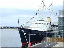 NT2677 : The Royal Yacht Britannia by Alan Pennington