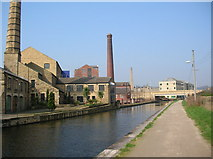 SE1437 : Canal side, Shipley by DS Pugh