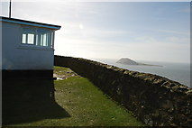 SH1325 : Coastguard lookout on Mynydd Mawr overlooking Swnt Enlli/Bardsey Sound by Alan Fryer