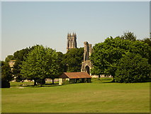 ST5038 : Glastonbury Abbey from the gardens by Simon Scurr