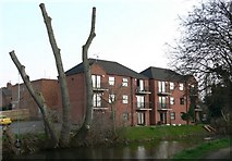 SK5802 : Flats at Riverview Court, Aylestone. by Mat Fascione