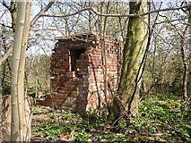SE1323 : Small building, Brookfoot Lane, Southowram by Humphrey Bolton