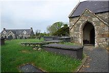 SH4239 : Eglwys, mynwent ac hen ysgol Llanarmon Church, churchyard and old school by Alan Fryer
