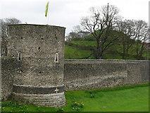TR1457 : Canterbury city wall by Chris Gunns