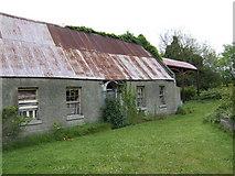 O1070 : Derelict long house near Shallon by Jonathan Billinger