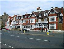 TQ2804 : St Catherine's Lodge Hotel, Kingsway by Simon Carey