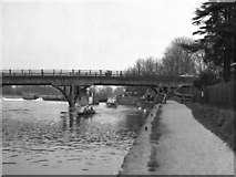 SU5980 : River Thames at Goring Lock by Dr Neil Clifton