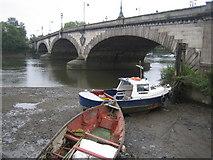 TQ1977 : River Thames: Kew Bridge by Nigel Cox