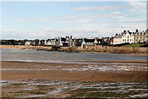 NT4999 : The sea wall, Elie by Lisa Jarvis