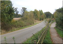 TM1336 : Road and cycleway near Tattingstone by Andrew Hill