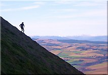NO1906 : Descending the steep northern flank of West Lomond by Keith Burns