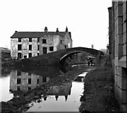 SE1537 : Junction Bridge 208, Leeds and Liverpool Canal by Dr Neil Clifton