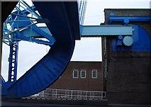 TA1029 : North Bridge, Hull - Mechanism (2) by Peter Church