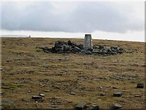 NY6834 : Summit plateau of Cross Fell by Oliver Dixon