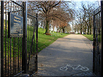 TQ3187 : Finsbury Park by Stephen McKay